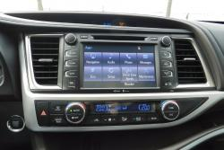 2014 Toyota Highlander Limited centre stack