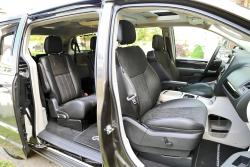 2014 Chrysler Town & Country front seating