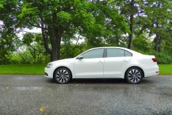 Test Drive: 2014 Volkswagen Jetta Hybrid Highline volkswagen car test drives hybrids