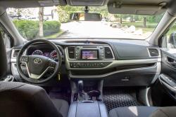 2014 Toyota Highlander LE dashboard