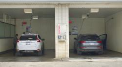 2014 Audi Q5 and Volvo XC60 at a car wash