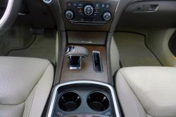 2014 Chrysler 300C Luxury Series AWD centre console, with heated and cooled beverage holders
