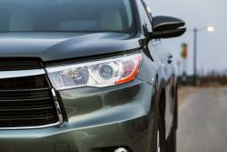 2014 Toyota Highlander Hybrid XLE AWD headlight