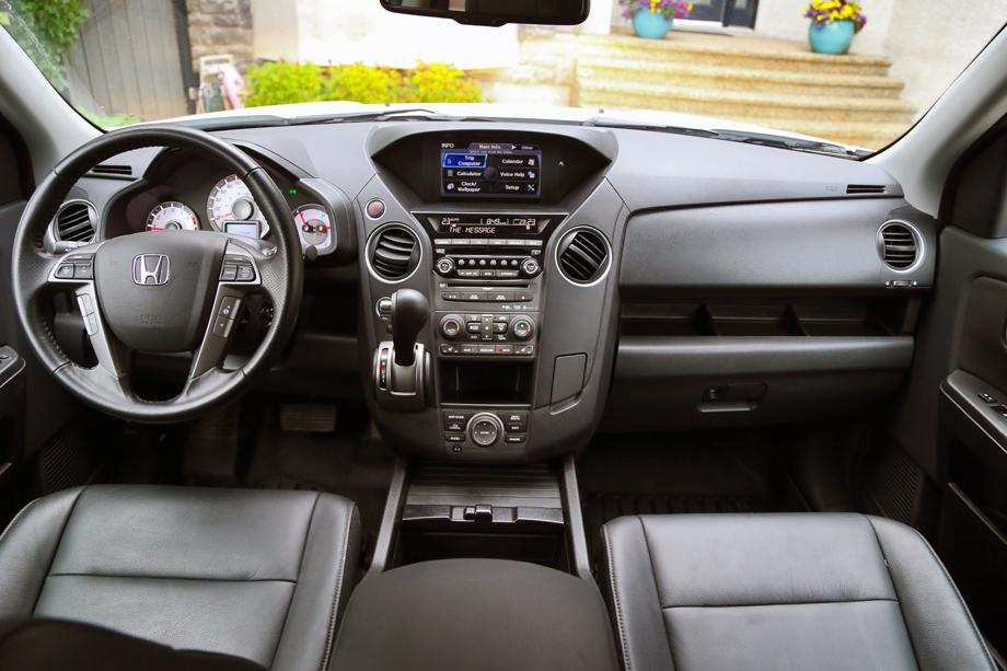 2014 Honda Pilot Touring dashboard