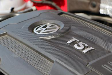 2015 Volkswagen GTI engine cover