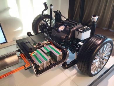 2015 Audi A3 e-tron rear axle showing battery pack