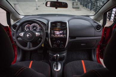 2015 Nissan Versa Note SR dashboard