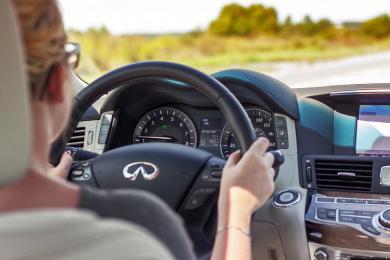 2015 Infiniti Q70L driver's seat