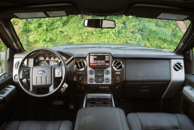 2015 Ford F-350 4x4 Crew Cab dashboard