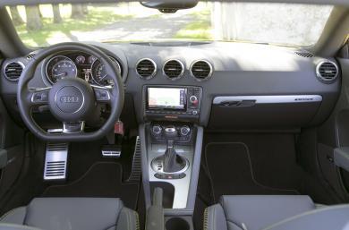 2015 Audi TTS dashboard