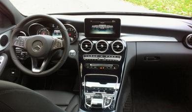 2015 Mercedes-Benz C 300 4MATIC dashboard
