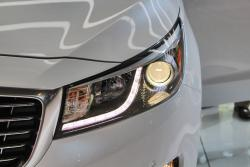 2015 Kia Sedona headlights