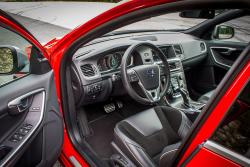 2015 Volvo V60 T6 R-Design dashboard