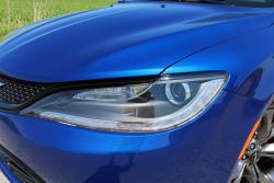 2015 Chrysler 200S 3.6 AWD headlight