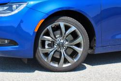 2015 Chrysler 200S 3.6 AWD wheel