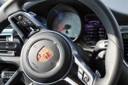 2015 Porsche Macan S steering wheel