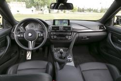2015 BMW M4 dashboard