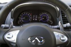 2015 Infiniti QX70 3.7 Sport steering wheel