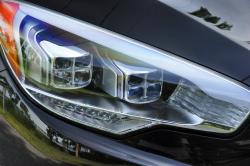 2015 Kia K900 Elite headlight