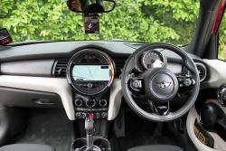 2015 Mini Cooper S 5-door dashboard