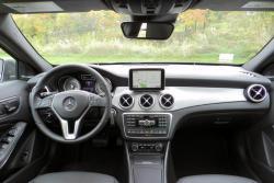 2015 Mercedes-Benz GLA 250 dashboard