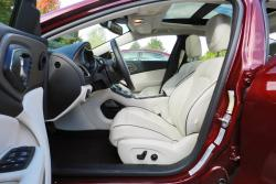 2015 Chrysler 200C AWD front seats
