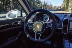 2015 Porsche Cayenne S & Turbo steering wheel