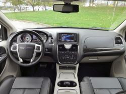 2015 Chrysler Town & Country Limited dashboard