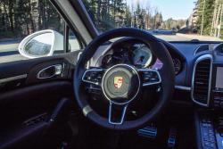 2015 Porsche Cayenne S E-Hybrid steering wheel