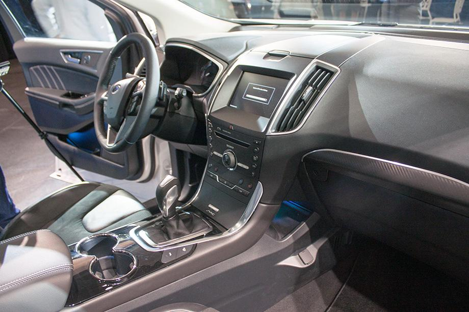 2015 Ford Edge dashboard