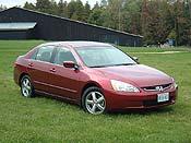2003 Honda Accord sedan - Photo:  Laurance Yap, www.Autos.ca