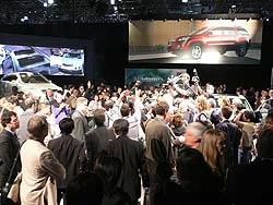 GM executive Bob Lutz mobbed at Saturn stand