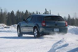 Traction 2006: Dodge Magnum SXT