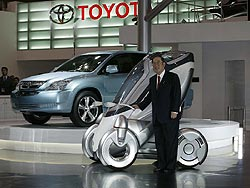 Toyota Motor Corporation president Fujio Cho with Toyota PM and SU-HV1 concepts