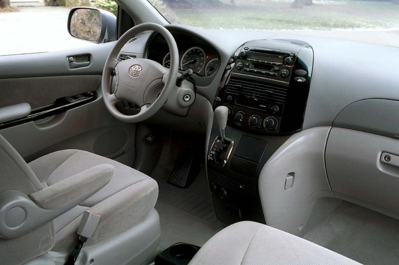 Used vehicle review toyota sienna 2004 2010 for 04 toyota sienna sliding door problems