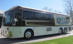 Willie Nelsons tour bus offered at Toronto auction general news