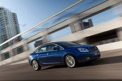 2013-Buick-Verano-Turbo-025-medium