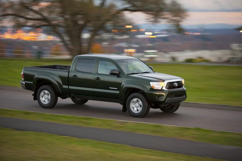 2012_Toyota_Tacoma_01
