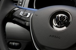2015 Volkswagen Jetta - Steering wheel controls