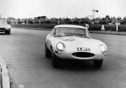 1963_Silverstone_Lightweight_E-type_002