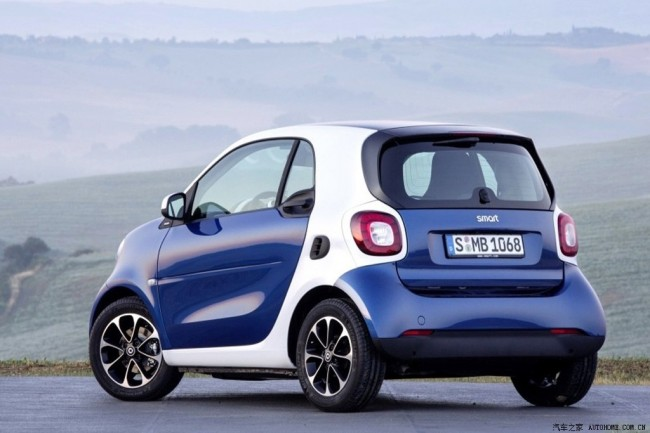 LEAKED: 2015 Smart ForTwo And ForFour Images Hit Internet Before Reveal general news auto news