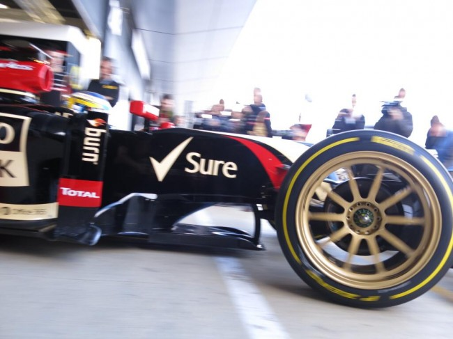 This Is What Normal Wheels Look Like On A Formula 1 Car general news auto news