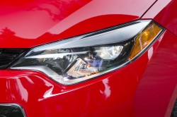 2015_Toyota_Corolla-19