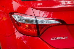 2015_Toyota_Corolla-20