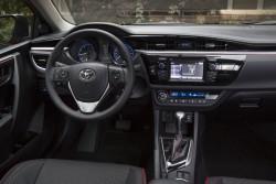 2015_Toyota_Corolla-23