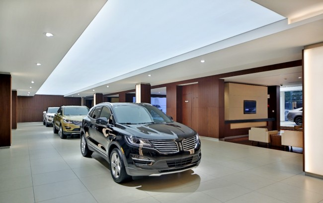 Lincoln-MKC-on-display-in-Lincoln-China-Store