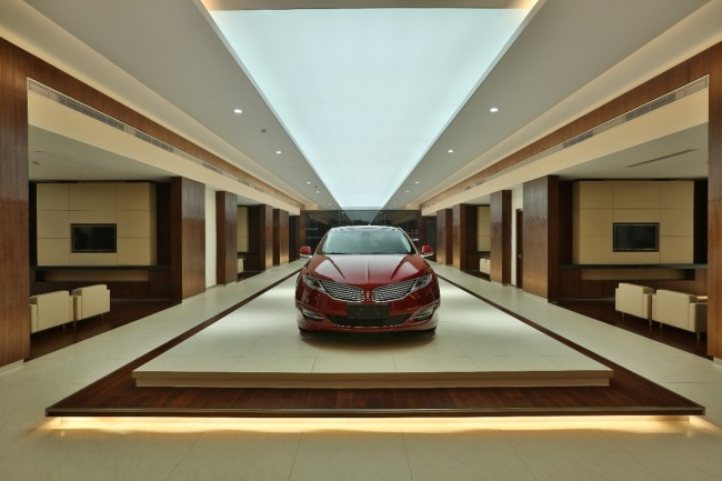 Lincoln-MKZ-on-display-in-Lincoln-Store-in-China