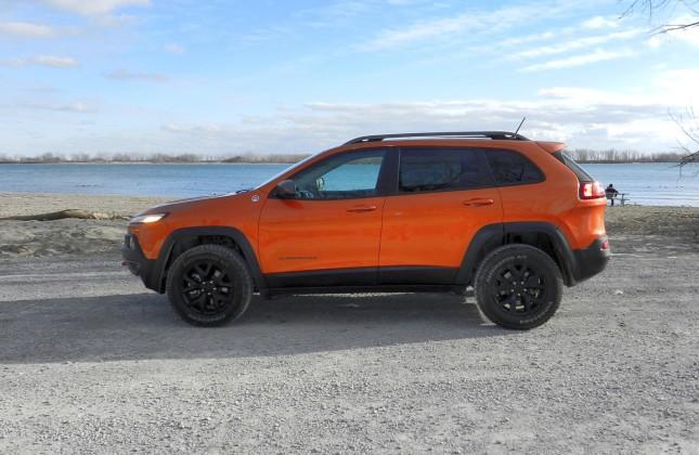 test drive 2015 jeep cherokee trailhawk. Black Bedroom Furniture Sets. Home Design Ideas