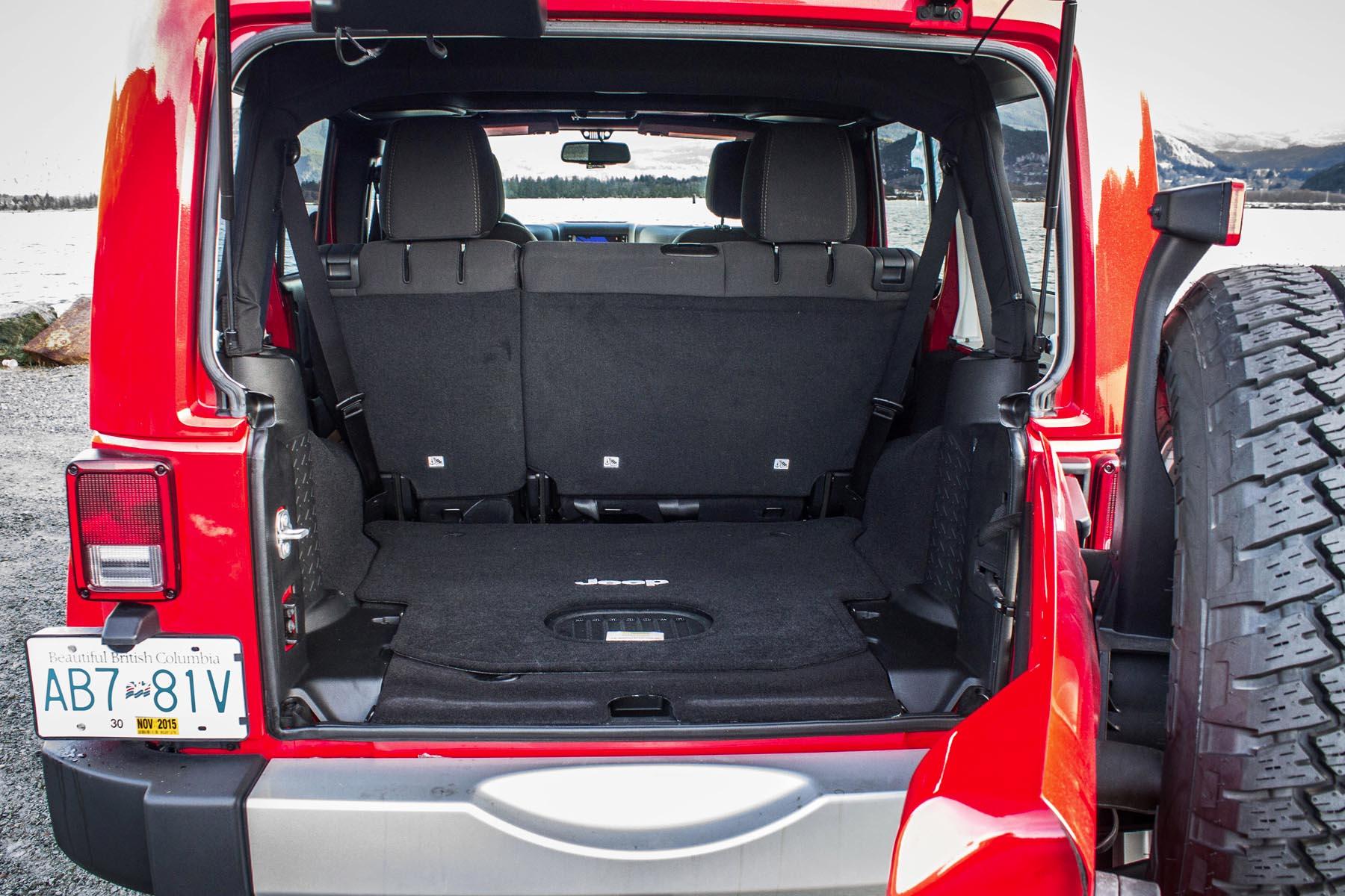 2015 Jeep Wrangler Unlimited Sahara Bm 19