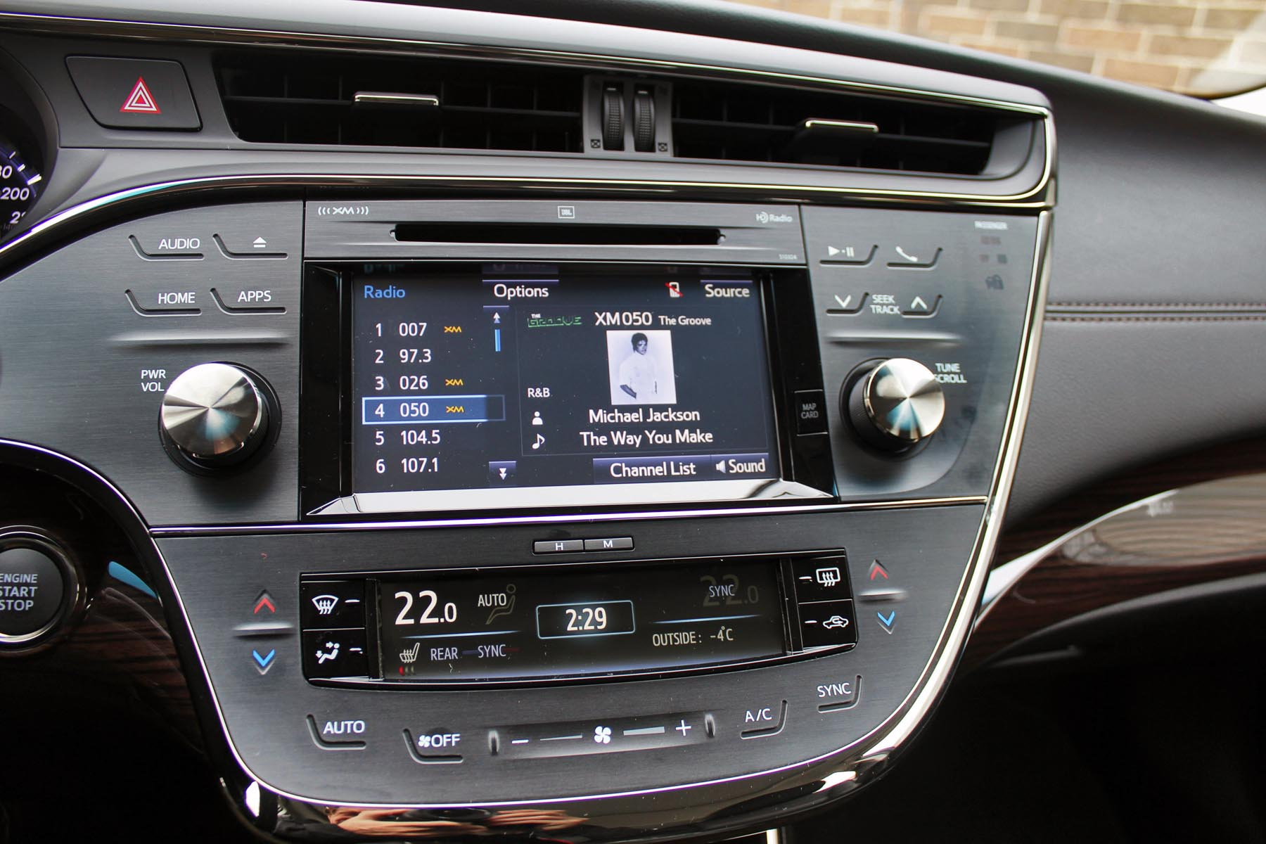 test road hybrid avalon review toyota